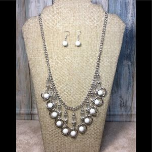 Paparazzi necklace in White